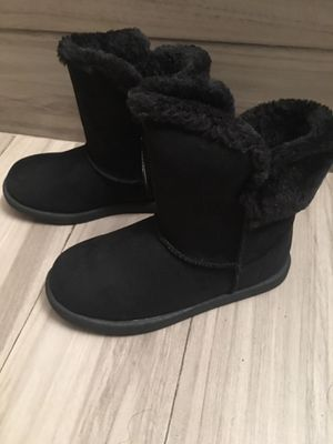 Size1 girls black boots. Price is negotiable need to sell for Sale in Suisun City, CA