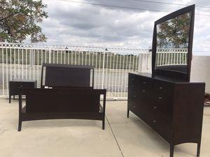 Modern Queen bedroom set for Sale in Rancho Cucamonga, CA