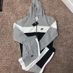 Men's Nike sweatsuit for Sale in Seattle, WA