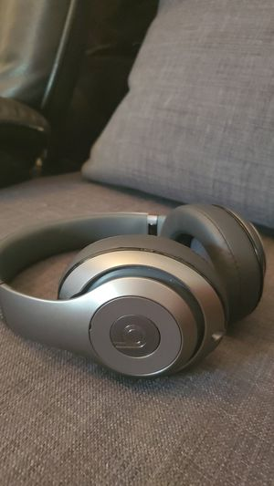 Beats by Dre wireless Studio 2 (brand new condition) for Sale in Tempe, AZ