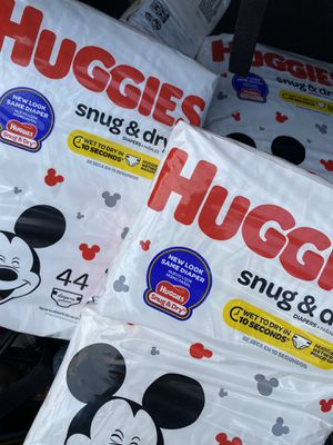 Huggies snug and dry (size 1) for Sale in Los Angeles, CA