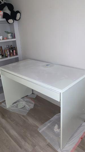 White wooden desk for Sale in Murfreesboro, TN