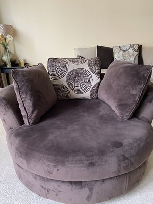 Very good condition swivel couch with pillows for Sale in Stone Ridge, VA