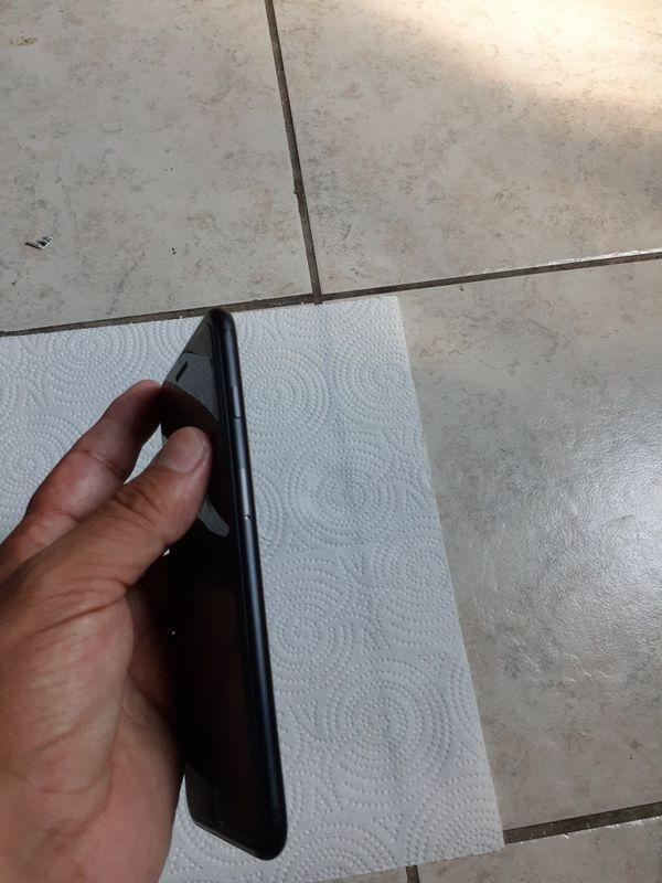 IPHONE 7 PLUS 128GB FACTORY UNLOCKED