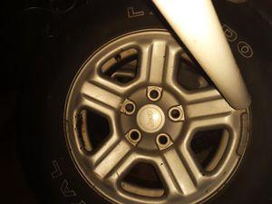 "Wheels & Tires 225 75 16"" Jeep Aluminum No Lug Nuts 70% Tread for Sale in Fenton, MO"