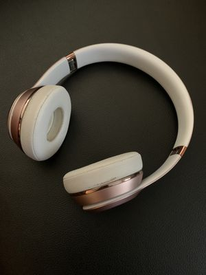 Beats solo wireless rose gold. for Sale in Rockville, MD