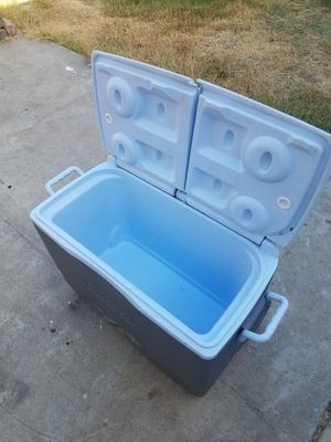 Rubermaid cooler for Sale in Alhambra, CA