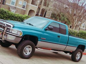 PRICE$1000....///1998 Dodge Ram 2500 5.9L Diesel for Sale in Cincinnati, OH
