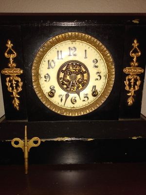 ANTIQUE MANTLE CLOCK for Sale in Greenville, SC
