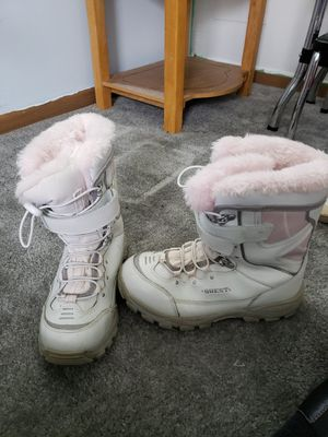 Girls size 6 snow boots for Sale in Delaware, OH
