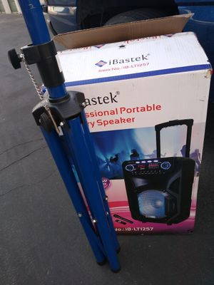 Bluetooth speaker rechargeable with a stand for Sale in Hemet, CA