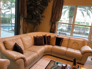 El Dorado Natuzzi sectional sofa in high quality leather for Sale in Miramar, FL