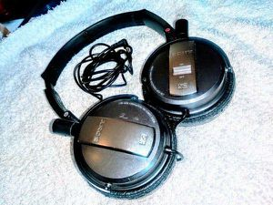 Good Conditon Sony Headphones Bass Boost Noise Canceling for Sale in Los Angeles, CA
