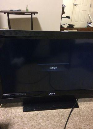Vizio 32 inch flatscreen tv for Sale in Chapel Hill, NC