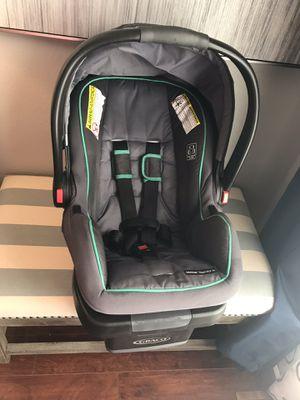 SnugRide® SnugLock® 35 Infant Car Seat for Sale in Florissant, MO