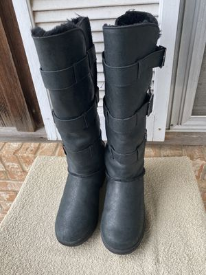 Ladies Bearpaw Bison Kneehigh Sheepskin Boots Size 8 NICE!!! for Sale in Seagoville, TX
