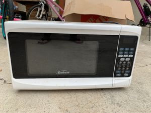 Sunbeam microwave for Sale in Whittier, CA