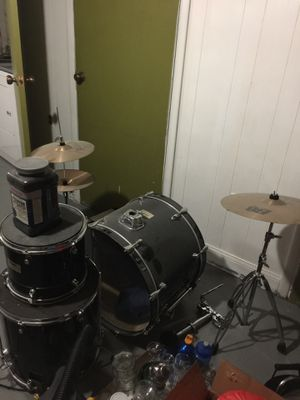 Maple complete drum set 7 pieces for Sale in Philadelphia, PA