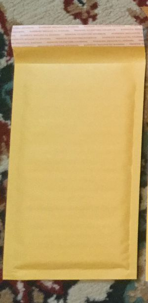 """310 Bubble Mailers/Padded Envelopes size 4"""" x 8"""" for Sale in Columbia, MO"""