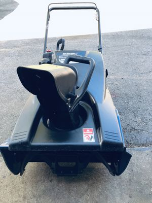 "Yard machines snowblower start at first pull 21"" excellent condition 4 cycle for Sale in Westmont, IL"
