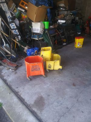 To use mop buckets with wringer for Sale in Louisville, KY
