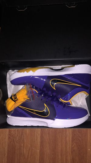 Kobe 4 protro undefeated lakers (SIZE 10.5) for Sale in Gardena, CA