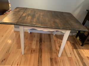 Wooden Drop Leaf Dining & Kitchen Table for Sale in Columbus, OH