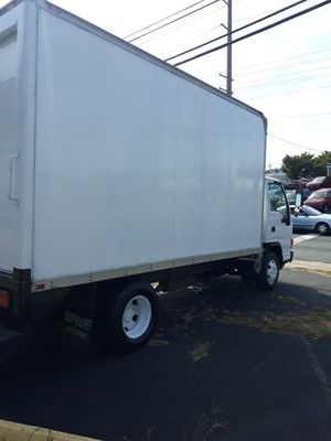 2005 Isuzu Box Truck 14 foot needs engine work does not run head gasket for Sale in Manassas, VA
