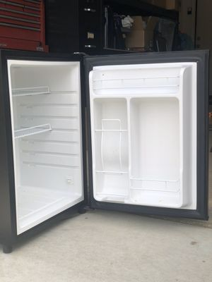 Mini fridge for Sale in Temecula, CA