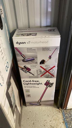 Dyson v7 for Sale in Farmington Hills, MI