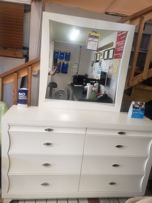 Dresser mirror and queen head board only new as is scratch n dent firm price last one for Sale in Orlando, FL