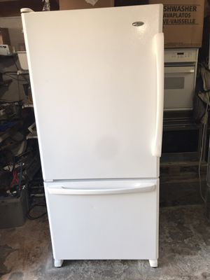 Vertex appliances. Used,18 cu,ft , Amana refrigerator , freezer bottom, white color, great condition for Sale in San Jose, CA