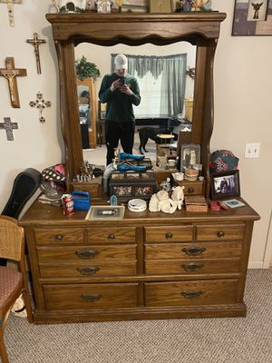 10 drawer dresser with lighted mirror for Sale in Rowena, TX