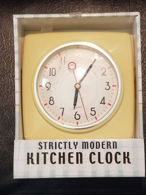 Strictly Modern Kitchen Clock Retro Battery operated for Sale in Murfreesboro, TN