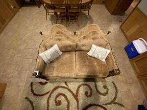 Old antique love seat for Sale in Bastrop, LA