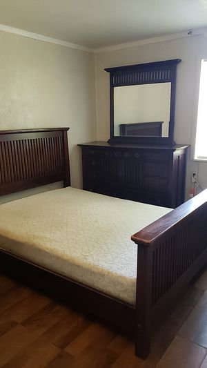Queen bed and dresser with mattress for Sale in Fort Myers, FL