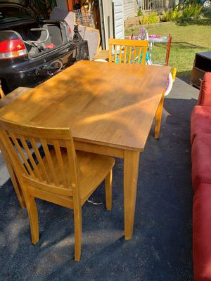 Kitchen table and 2 chairs for Sale in Canal Winchester, OH