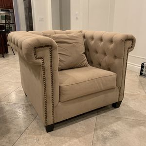 Tufted Couch for Sale in Jamul, CA