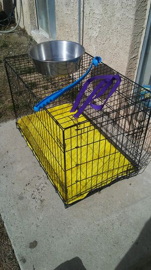 Large Dog crate w/ yellow rug, water bowl, leash, and toy for Sale in West Valley City, UT