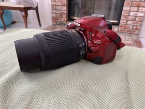 Nikon D5200 Digital Camera with Zoom lens for Sale in Chino Hills, CA