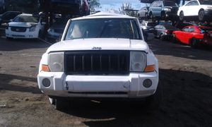 Jeep commander for parts out 2006 for Sale in Miami Gardens, FL