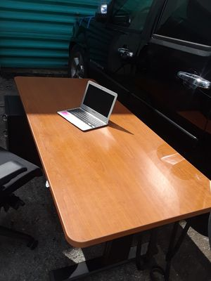 Retail $600 Electric powered rising desk or table home or office for Sale in Margate, FL