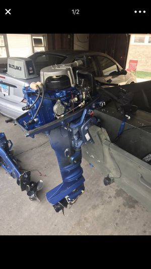 85 25 hp Suzuki tiller boat motor for Sale in Chicago, IL