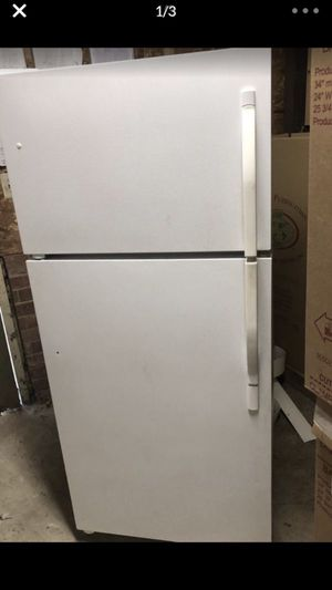 Kenmore fridge top freezer for Sale in Silver Spring, MD