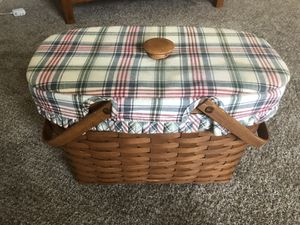 Longaberger handwoven basket 1988 with lid. for Sale in Chesapeake, VA