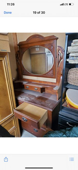 Antique dresser with mirror that swivels for Sale in Fresno, CA
