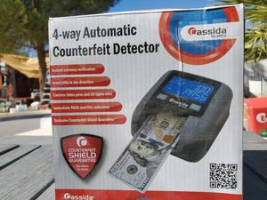 $100 CASSIDA QUATTRO 4 WAY AUTOMATIC COUNTERFEIT DETECTOR for Sale in Las Vegas, NV