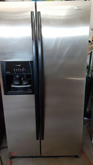 Refrigerador whilpool meker ice for Sale in Phoenix, AZ