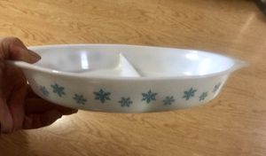 Vintage Pyrex Divided Snowflake Dish in Excellent Condition for Sale in San Jose, CA