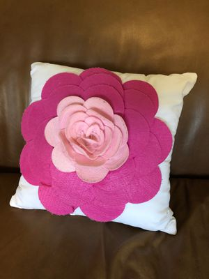 Decorative pillow for Sale in Georgetown, TX